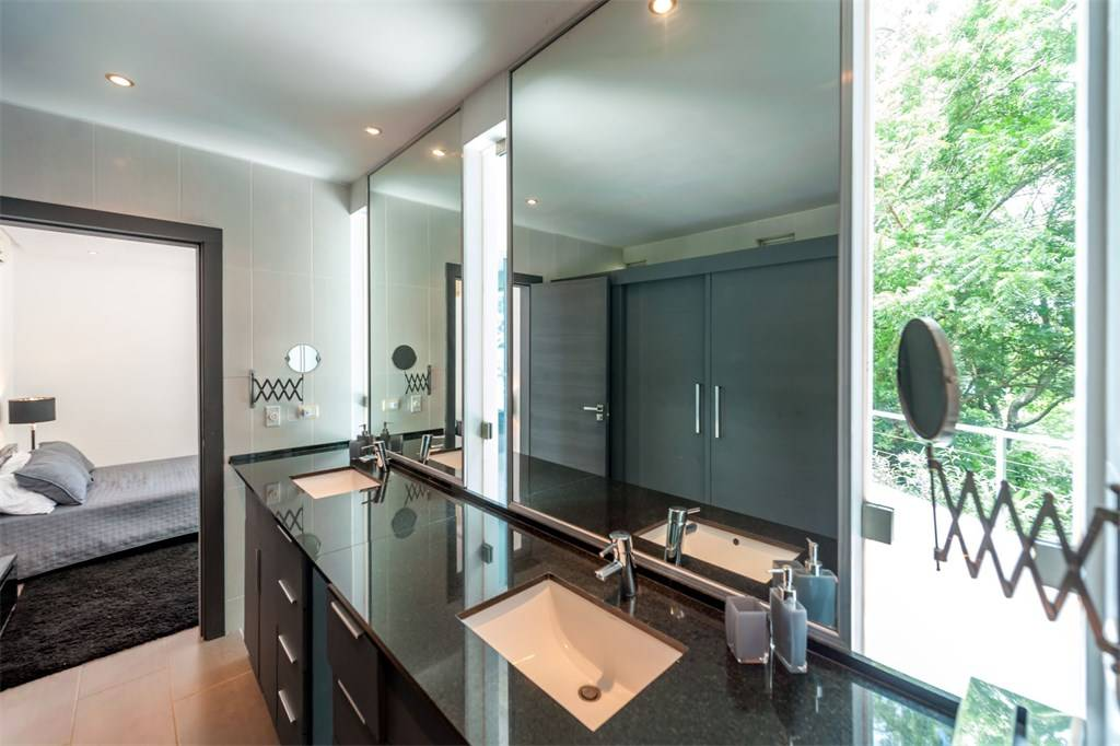 Modern bathroom, architect design, T6 Beach Residence