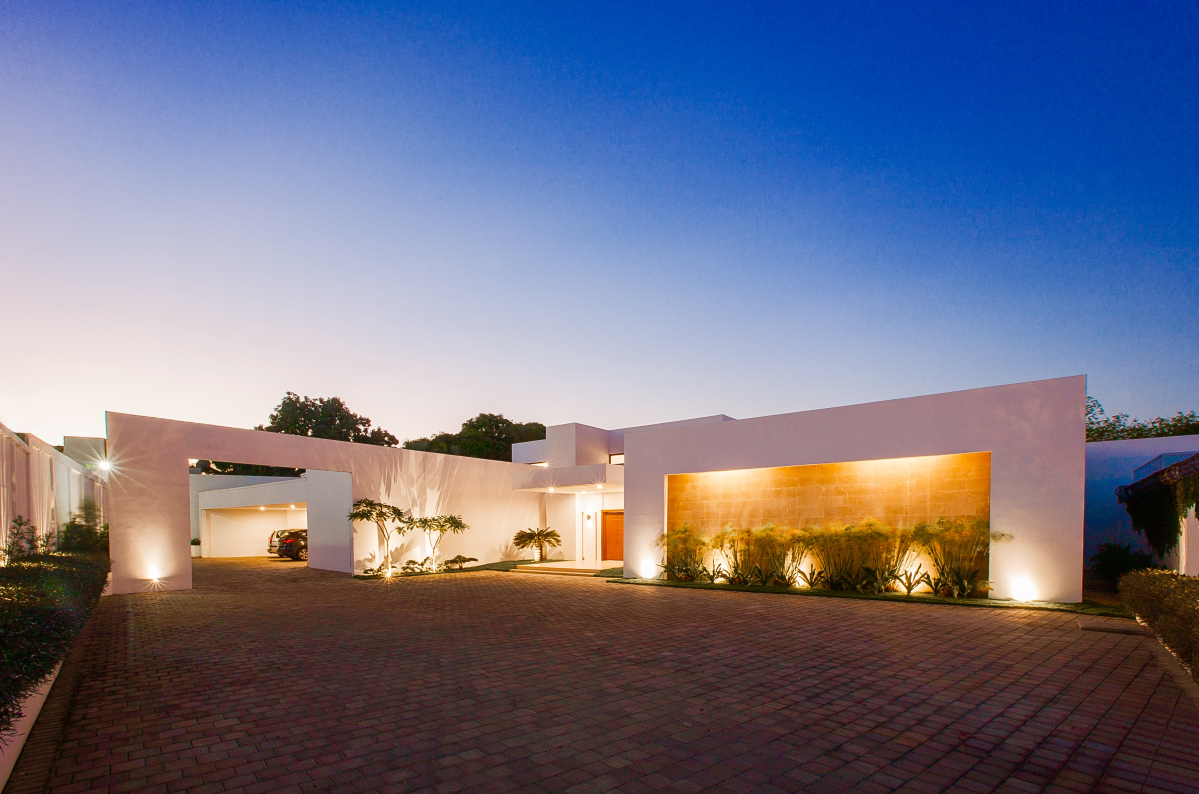 Modern outdoor garage, architect design, Enstancia Residence