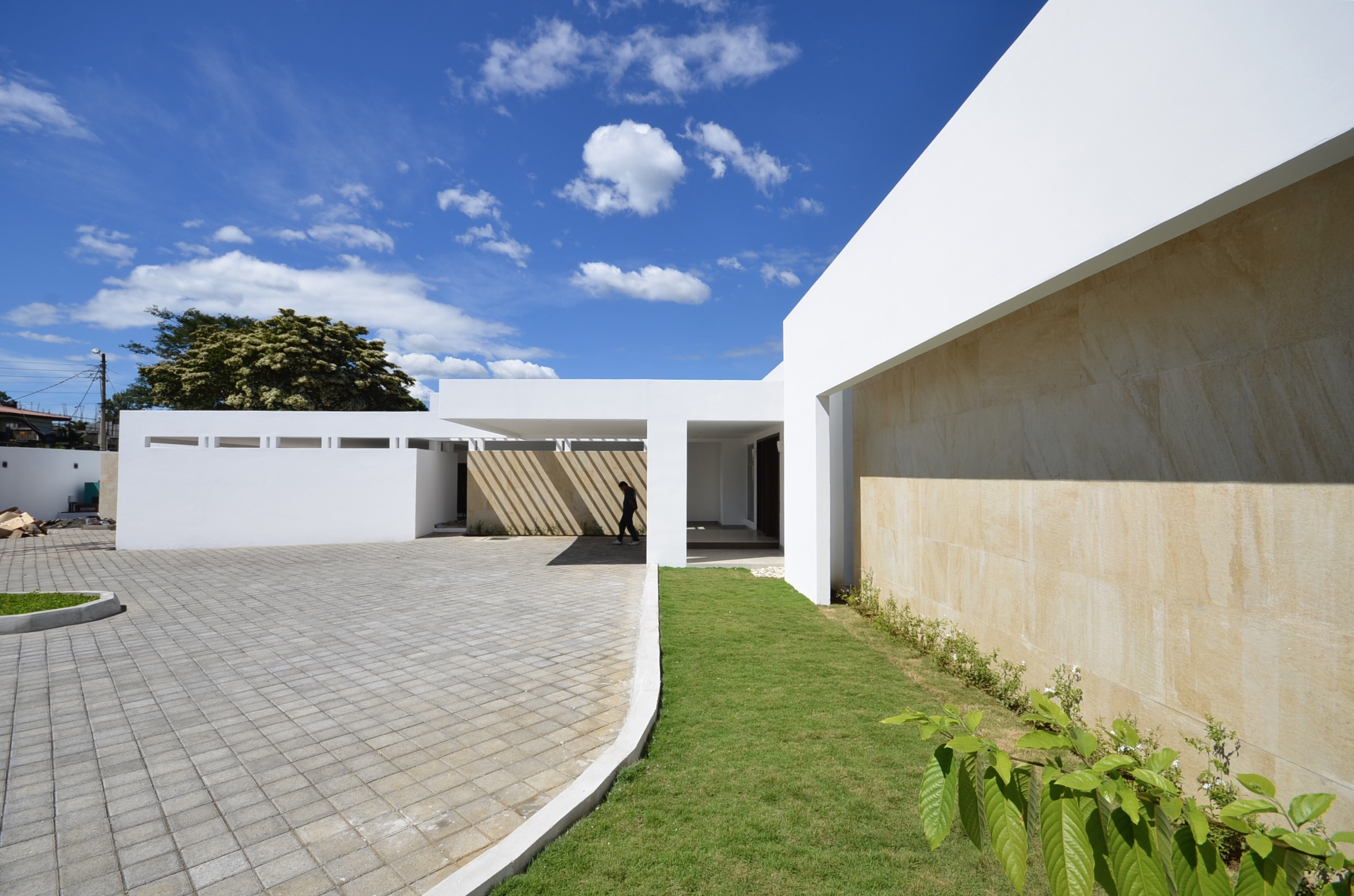 Decent garrage, exterior design, EL Mirador Residence