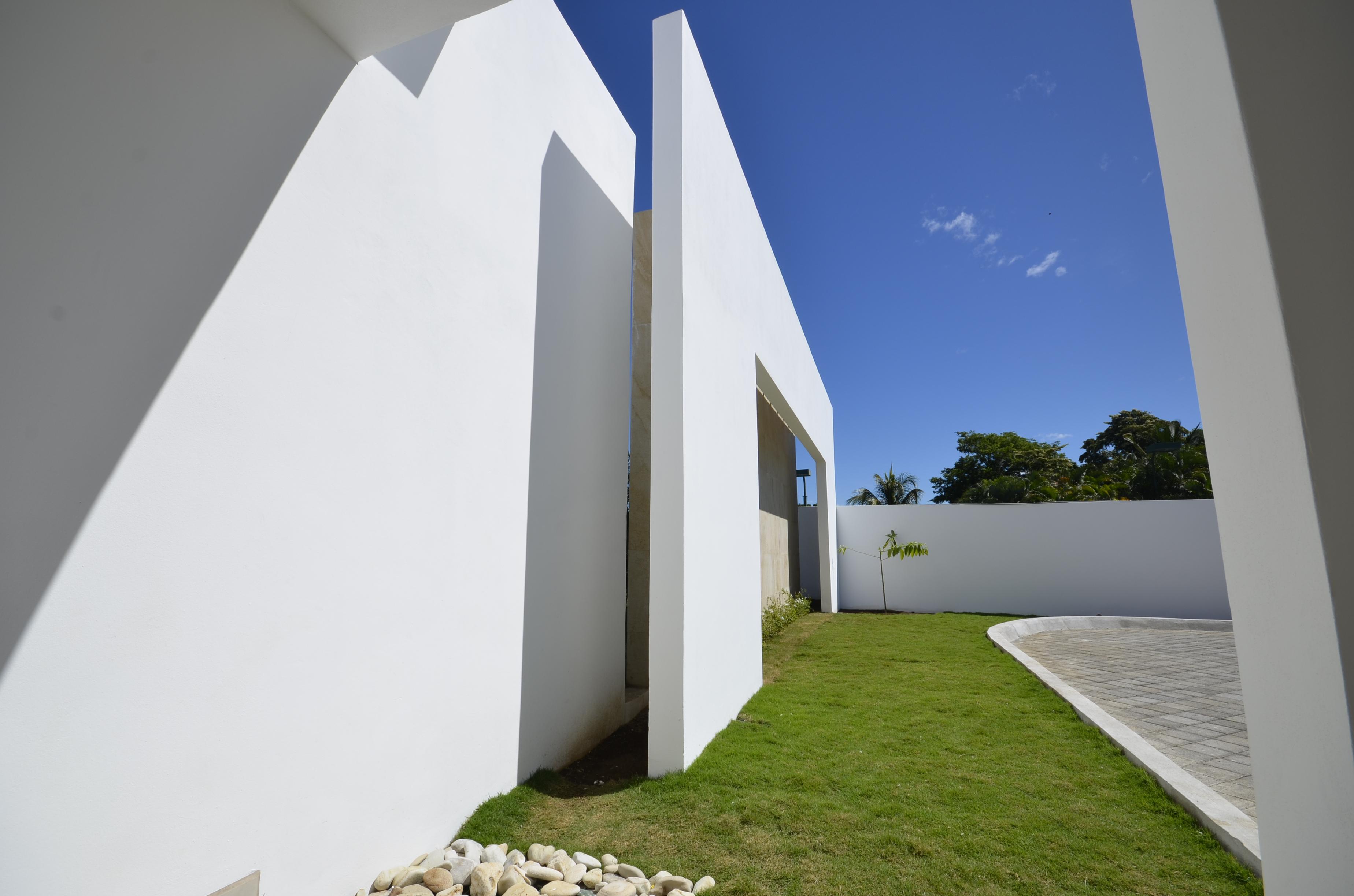 Side wall, architect design, EL Mirador Residence